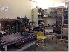 木工室には旋盤も装備