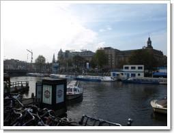 アムステルダムの駅前
