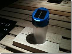ソーラー式のランプ「d-light kiran」